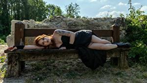 Bilder Gothic Fantasy Bank (Möbel) Braune Haare Liegt Tätowierung Kleid Bein Boots