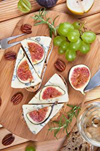 Fotos Weintraube Käse Echte Feige Nussfrüchte Schneidebrett das Essen