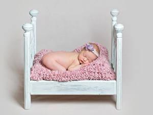 Fotos Grauer Hintergrund Bett Säugling Schläft Kinder