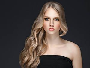 Fotos Grauer Hintergrund Blondine Haar Blick Hübsch Mädchens