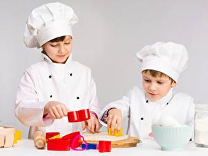 Fotos Grauer Hintergrund Jungen 2 Küchenchef Uniform Kinder