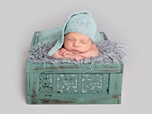 Bilder Grauer Hintergrund Säugling Mütze Schlaf Kinder