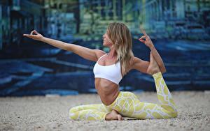 Fotos Gymnastik Fitness Joga Posiert junge frau