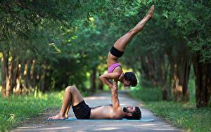 Bilder Gymnastik Mann Zwei Körperliche Aktivität Bein Sport Mädchens
