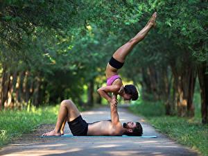 Bilder Gymnastik Mann Zwei Körperliche Aktivität Bein Mädchens