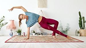 Hintergrundbilder Gymnastik Joga Posiert Hand Starren junge Frauen
