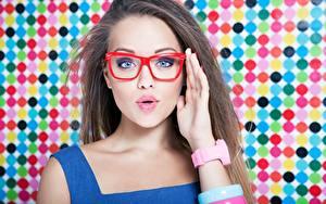 Bilder Haar Hand Schminke Brille Blick Überraschtes Mädchens