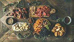 Hintergrundbilder Schinken Wurst Brötchen Obst Butterbrot Weintraube Käse Oliven Schneidebrett Geschnittene das Essen