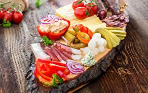 Fotos Schinken Gemüse Paprika Tomate Gurke Bretter Lebensmittel
