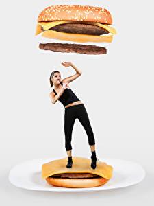 Hintergrundbilder Hamburger Originelle Brötchen Fleischbällchen Käse Grauer Hintergrund Braune Haare Hand Furcht Mädchens Lebensmittel