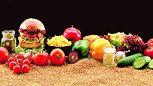 Bilder Burger Gemüse Tomate Gurke Paprika Schwarzer Hintergrund Getreide