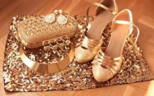 Fotos Handtasche Halskette Hautnah Schmuck High Heels Gold Farbe
