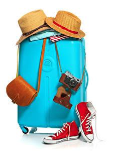 Fotos Handtasche Weißer hintergrund Koffer Der Hut Fotoapparat Plimsoll Schuh Tourismus