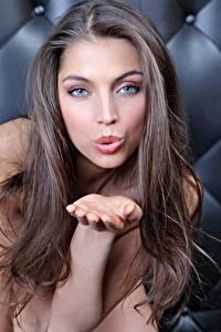 Hintergrundbilder Hand Braune Haare Küsst Starren Model Schön