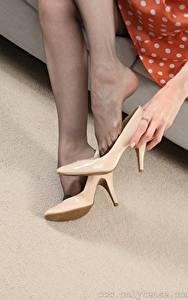 Hintergrundbilder Hand Bein Stöckelschuh Strumpfhose junge frau