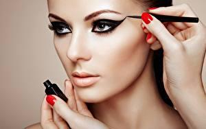 Hintergrundbilder Hand Maniküre Gesicht Schminke Hübsche junge frau
