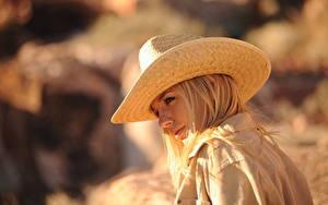 Bilder Hayley Marie Coppin Unscharfer Hintergrund Blondine Der Hut