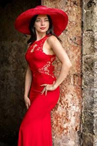 Hintergrundbilder Brünette Posiert Kleid Der Hut Rot Blick Helen Mädchens