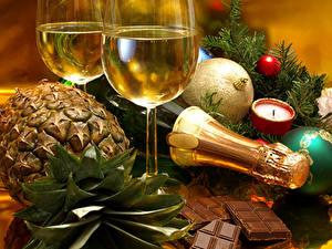 Papéis de parede Feriados Vinho espumante Ananás Chocolate Ano-Novo Copo de vinho Bolas Alimentos