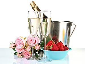 Papéis de parede Feriados Vinho espumante Morangos Rosas Fundo branco Copo de vinho Alimentos Flores