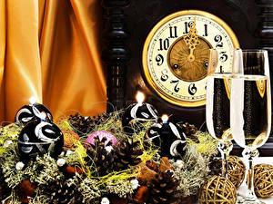 Papéis de parede Feriados Ano-Novo Relógio Vinho espumante Bolas Pinha Copo de vinho