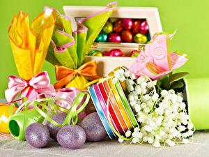 Fotos Feiertage Ostern Maiglöckchen Ei Schleife