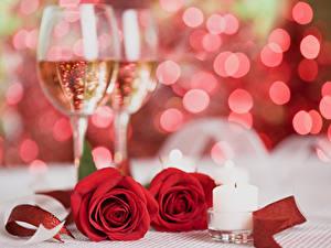 Papéis de parede Feriados Rosas Vinho espumante Velas Vermelho Copo de vinho Dois Flores
