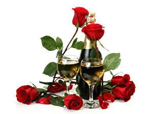 Papéis de parede Feriados Rosas Vinho espumante Fundo branco Vermelho Garrafa Copo de vinho Dois Flores Alimentos