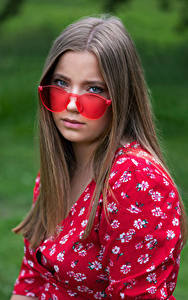 Hintergrundbilder Blick Brille Kleid Dunkelbraun Haar Holly Mädchens