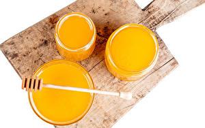 Desktop hintergrundbilder Honig Weißer hintergrund Schneidebrett Einweckglas Lebensmittel