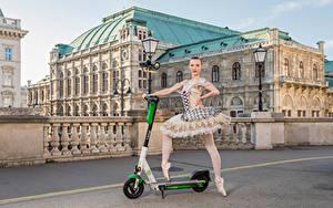 Fotos Gebäude Posiert Ballett Straßenlaterne Anastasia, Kick scooter junge frau