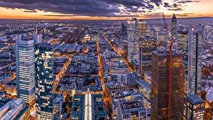 Fotos Gebäude Abend Wolkenkratzer Frankfurt am Main Deutschland Megalopolis Von oben Städte