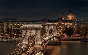 Bilder Ungarn Budapest Gebäude Flusse Brücke Nacht Straßenlaterne Chain Bridge
