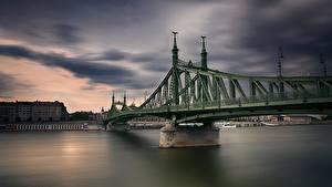 Bilder Ungarn Budapest Flusse Brücke Freedom Bridge