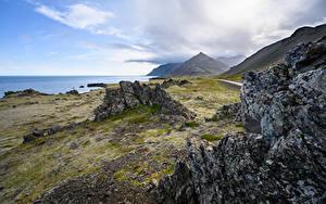Bureaubladachtergronden IJsland De kust Bergen Falesia Natuur