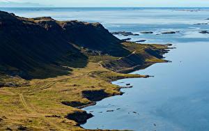 Bureaubladachtergronden IJsland De kust Bergen De horizon