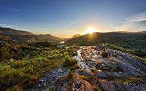 Bilder Irland Berg Stein Morgendämmerung und Sonnenuntergang Parks Sonne Lichtstrahl Killarney National Park Natur