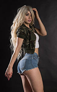 Fotos Blond Mädchen Posiert Shorts Gesäß Jacke Blick Irene Mädchens
