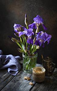 Bilder Schwertlilien Kaffee Bretter Tasse Zucker Blumen