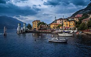 Hintergrundbilder Italien Meer Haus Boot Gebirge Wolke Waterfront Lombardy, Varenna Natur