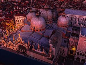 Hintergrundbilder Italien Tempel Venedig Design Nacht Von oben Kuppeln Saint Marco Basilica Städte