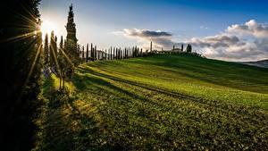 Hintergrundbilder Italien Toskana Hügel Bäume Sonne Wolke Gras Lichtstrahl