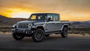 Fotos Jeep Sonnenaufgänge und Sonnenuntergänge Graues Metallisch Pick-up SUV Gladiator Overland, 2019 Autos