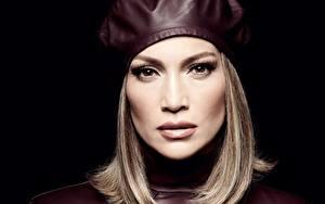 Bilder Jennifer Lopez Schwarzer Hintergrund Starren Barett Dunkelbraun Prominente Mädchens