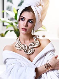 Hintergrundbilder Schmuck Halsketten Blick Mädchens