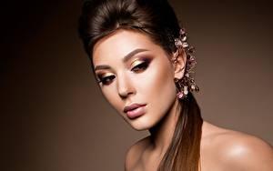 Bureaubladachtergronden Sieraden Model Mooi Make up Kapsels Gezicht jonge vrouw