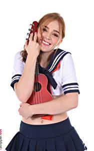 Bilder Jia Lissa Musikinstrumente Uniform Gitarre Braunhaarige Starren Lächeln Hand Rock Umarmung Schulmädchen