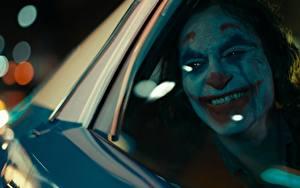 Hintergrundbilder Joker 2019 Joker Held Lächeln Fenster Clowns Film