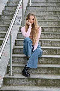 Bakgrunnsbilder Trappen Sitter Jeans Blikk Blond jente Jolanda ung kvinne
