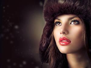 Hintergrundbilder Mütze Starren Make Up Rote Lippen Gesicht Model Judy Wilkins Mädchens
